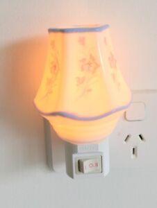 NL3) PORCELAIN NIGHT LIGHT PLUG IN WALL LAMP/OIL BURNER HOME DECOR FLOWERS