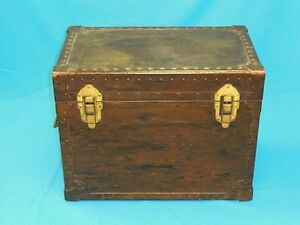 VINTAGE 1953 UNITED STATES TRUNK Co WOOD STEAMER TRUNK with BRASS COPPER FITTING