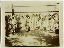 PHOTO ANCIENNE - FILLE JOUET JEU ÉCOLE- CHILD TOY SCHOOL FUNNY -Vintage Snapshot