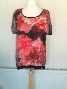 ladies satin front floral top fits 16/18 in great condition