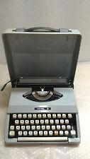 Antica vecchia macchina da scrivere Royal portatile con custodia