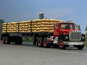 1/64 DCP RED FORD LN 9000 W/ UTILITY FLATBED & SACK LOAD