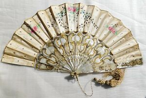 ANTIQUE MOTHER OF PEARL AND SILK HAND PAINTED HAND FAN