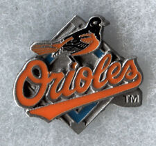 VINTAGE 1998 BALTIMORE ORIOLES TEAM LOGO MLB BASEBALL PIN BUTTON LICENSED