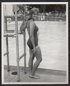 LQQK 8X10 vintage 1960s original, LOVELY WHOLESOME POOL GIRL NEXT DOOR #76