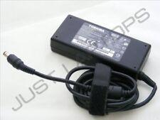 Genuino Original Toshiba Satellite P100 Cargador Adaptador de corriente alterna fuente de alimentación Fuente de alimentación