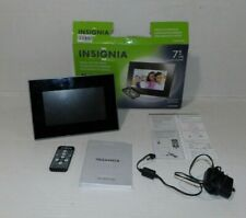 "Insignia 7"" Widescreen LCD Digital Photo Frame NS-DPF0712G black/silver in box"