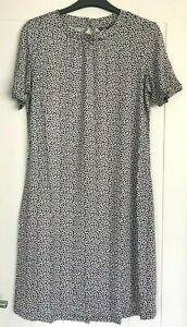 New Ex M&S UK Size 24 Ladies Navy White Leafy Print Summer Swing Dress