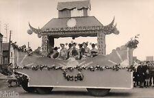 C196 Photographie vintage original fete char fleuri 1954 déguisement Mi-Careme