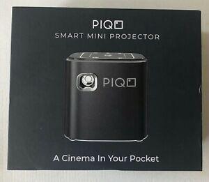 Piqo Smart Mini Projektor Powered by Android OVP. geöffnet von mir zu fotografieren