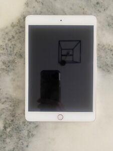 Gently used Apple iPad mini 3 16GB, Wi-Fi, 7.9in - Gold