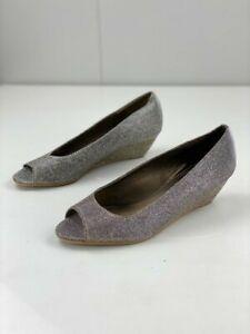 Easy Steps Women's Yasmin Silver Gold Fabric Pump Wedge Heels Peep Toe Size 7 C