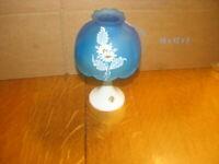 VINTAGE WESTMORELAND GLASS FAIRY LAMP - Milk Glass / DARK BLUE Satin w/ DAISIES
