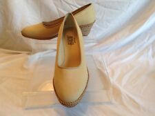 Beacon ladies beige fabric pumps in size 8.5 wide