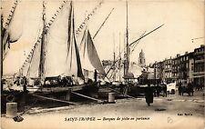 CPA ST TROPEZ Barques de péche en partance (410688)