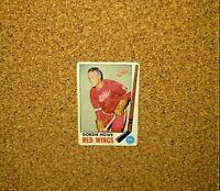 1969-70 Topps Hockey #61 Gordie Howe (Detroit Red Wings)