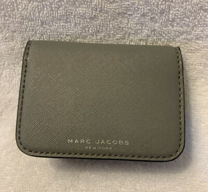 $90 NEW Marc Jacobs BiFold Wallet Card Holder Saffiano Gray Leather Business