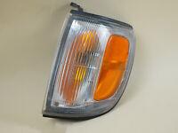1996 - 1997 TOYOTA 4RUNNER CORNER MARKER TURN SIGNAL LIGHT DRIVER LEFT OEM