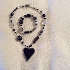 BLACK/PEARL GEM STONE NECKLACE WITH HEART PENDANT PLUS MATCHING BRACKLET