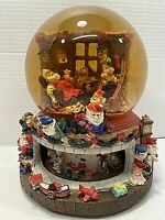 "Grandeur Noel Collectible Musical Water Globe ""Santa Claus is Coming to Town"""