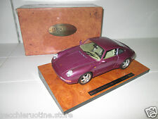 3760 BBURAGO BURAGO EXECUTIVE 1/18 BASE IN LEGNO PORSCHE 911 993 turbo  fuxia