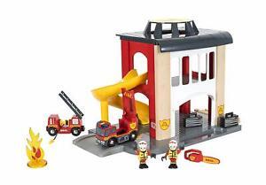 BRIO World 33833 Große Feuerwehr Station – Feuerwache mit