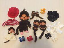Konvolut Sammlung vintage Monchhichi / Monchichi mit Kleidung u. Schuhen