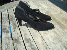 A lovely pair of Bally ladies shoes in black suede with crossover straps, unused