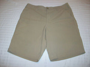 UNDER ARMOUR GOLF SHORTS MENS SIZE 34 UNDER ARMOUR CASUAL SHORTS NICE!