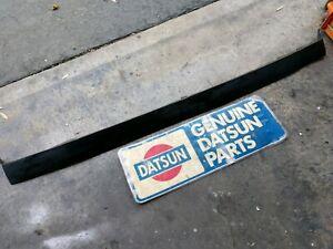 Datsun  8.73- 8.74 260z Rear Bumper Center Rubber Filler Piece