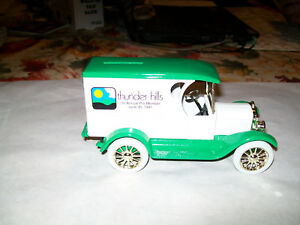 "Ertl #9736 "" Thunderhills Golf #5 "" 1923 Chevy Delivery Bank MIB"