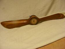 Alter Holz Proppeler mit Antiker Uhr