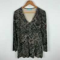 Blue Illusion Top Womens Size Medium Black Floral Long Sleeve V-Neck