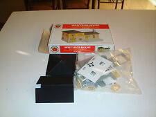 BACHMANN PLASTICVILLE O SCALE SPLIT LEVEL HOUSE NEW & COMPLETE IN BOX
