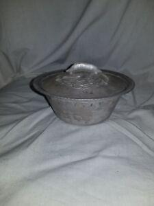 Everlast Hand Forged Aluminum Hammered Pea Pod Covered Dish Bowl Vintage 1038