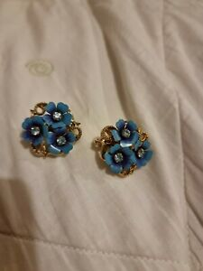 Vintage Floral Avon Turquoise Clip on Earrings