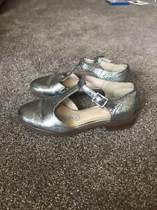 Clarks Somerset metallic silver leather shoes, size 3 D / Eur 36.