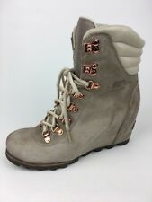 Sorel Conquest Wedge Holiday Women's Boots size 9