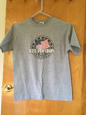 Men Bass Pro Shop An American Tradition Since 1972 Flag T-Shirt Size L Gray EUC