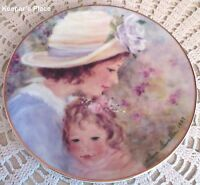 Avons TENDER MOMENTS Mother's Day Plate Small 1997 Porcelain 22k Gold Rim Mint