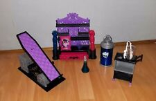 Lot MONSTER HIGH de Mattel Create A Monster: lit commode chariot et accessoires