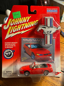 JOHNNY LIGHTNING 2000 FORD MUSTANG CONVERTBLE RED