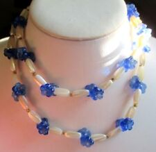 Collier perles résine blanc nacré fleurs verre bleu sautoir bijou vintage 5234