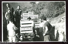 Suisse. Rivapiana . vente de raisin. vin  . photo de 1943