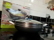 28cm Non Stick Wok With Riveted Handles Glass Lid Suitable for all types of Hob