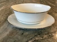 Thule (2020) by Noritake GRAVY BOAT WITH ATTACHED UNDERPLATE, Japan