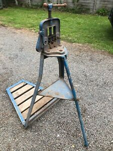 Reed Tripod Pipe Vice stand with platform