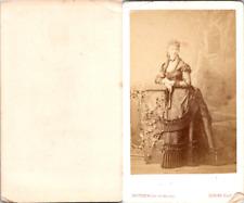 Levitsky, Paris, Femme en pose, robe très sophistiquée Vintage CDV albumen carte