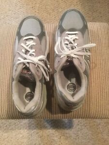 New Balance 990 Men's Running Shoes Size 11-1/2D New Without Box Gray/White
