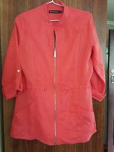 Super TRENT RESORT ladies 100% linen coral coloured zip front jacket (size 8)